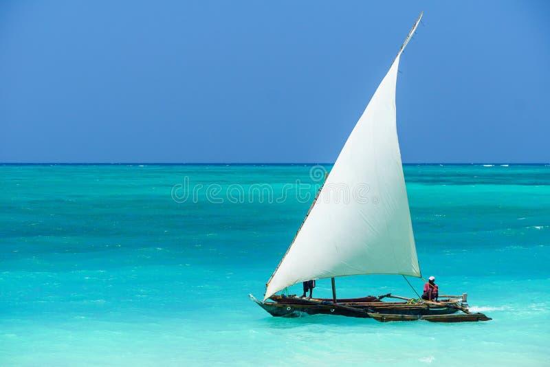 Vissersboot in Zanzibar stock foto
