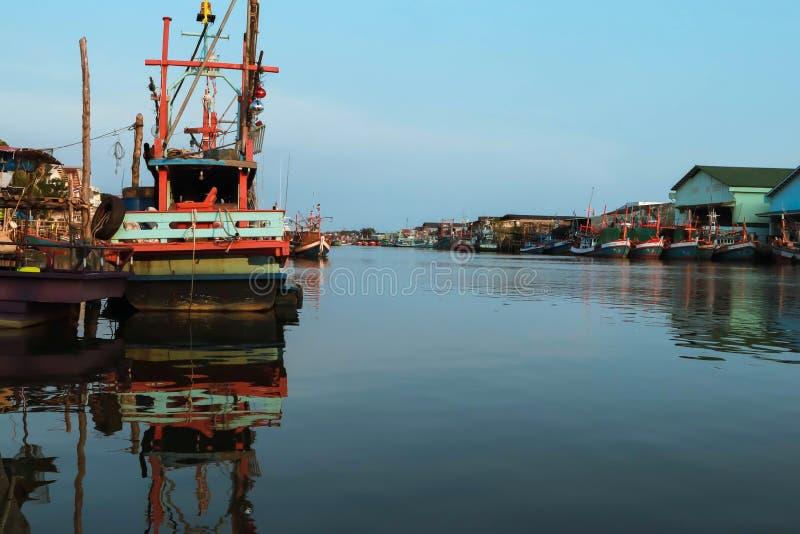 Vissersbootpark stock foto's