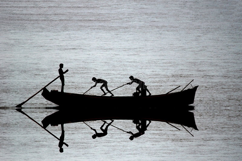 Vissersbootsilhouet stock afbeelding