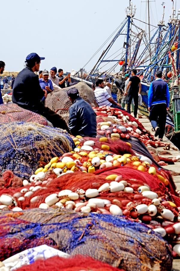 Vissersboten in de haven van Essaouira stock fotografie