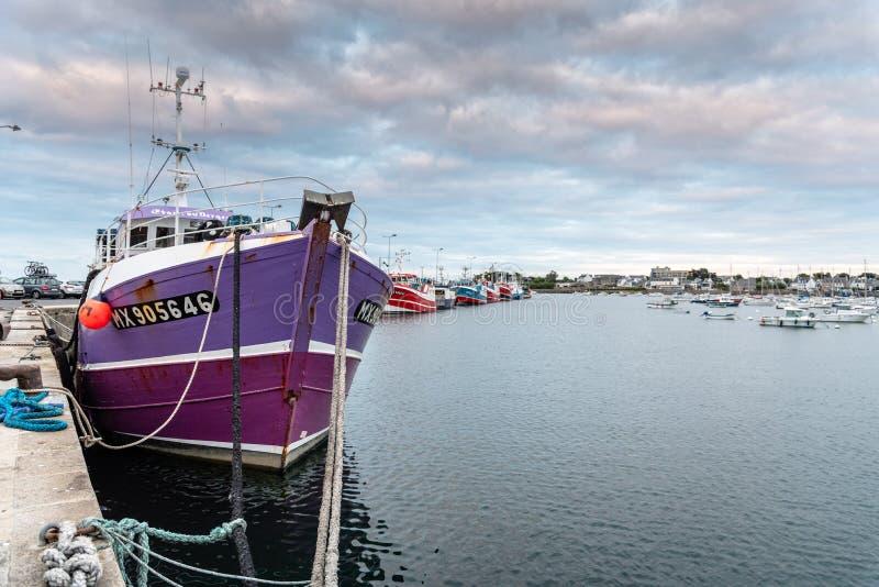 Vissersboten die in de haven van Roscoff worden vastgelegd stock afbeelding