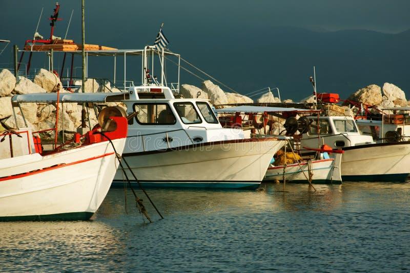Vissersboten in haven in Zante-stad, Griekenland worden vastgelegd dat royalty-vrije stock foto's
