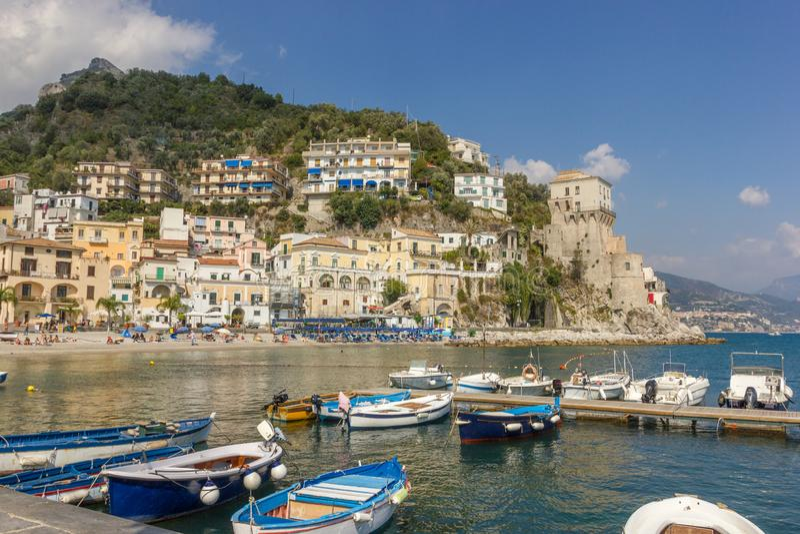 Vissersboten in Maiori op de Amalfi Kust, Itali? stock foto's