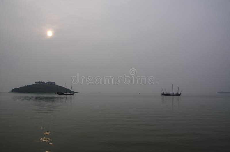 Vissersboten in Taihu-Meer stock afbeeldingen