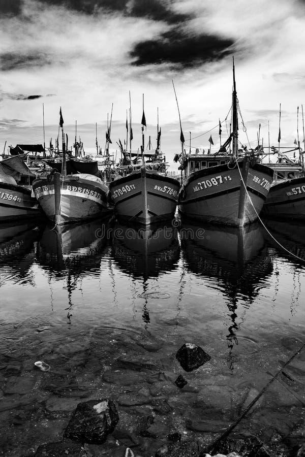 Vissershaven in danang in Vietnam stock afbeeldingen