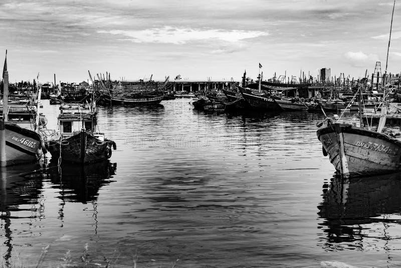 Vissershaven in danang in Vietnam stock foto's