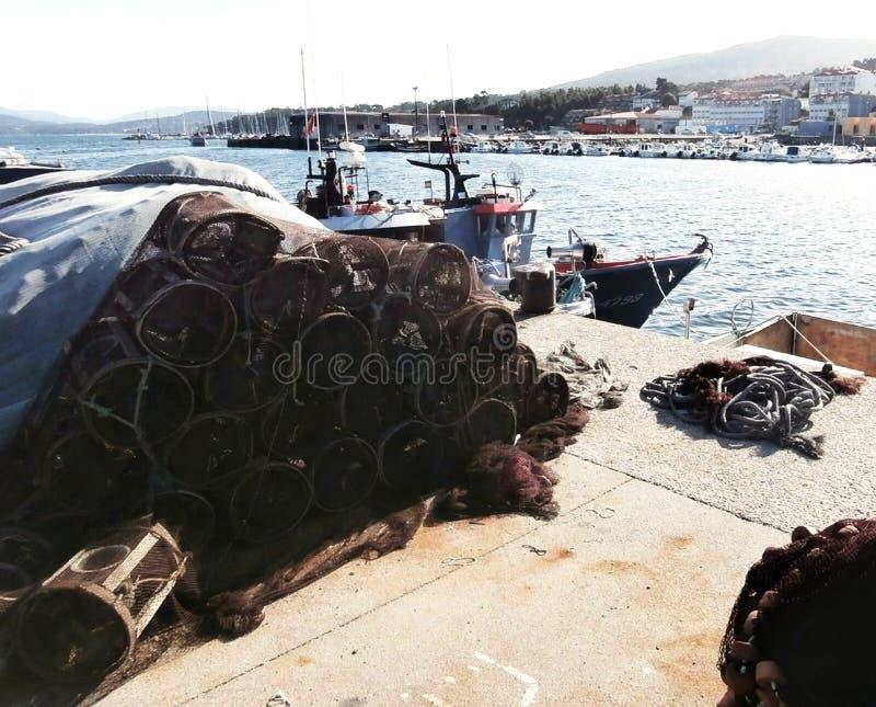 Vissershaven en jachthaven in het estuarium In het Noordwestenspanje van Galicië stock foto