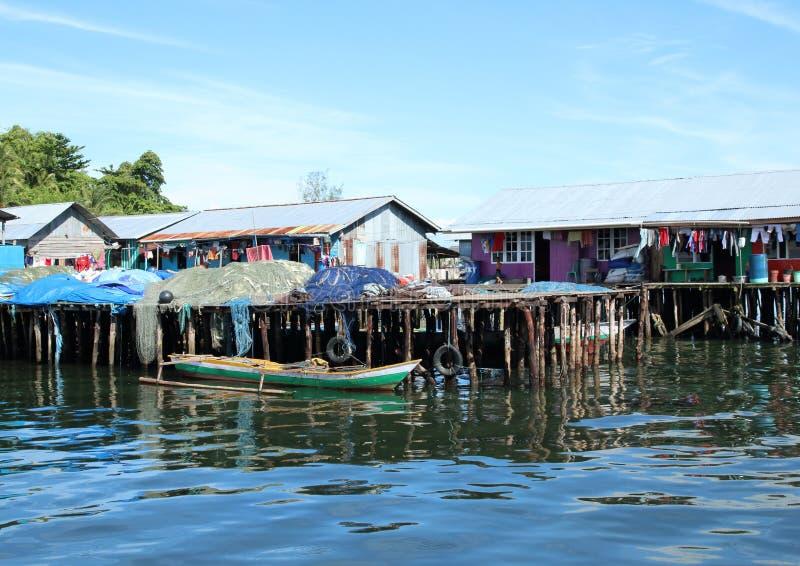 Vissershuizen boven overzees stock foto