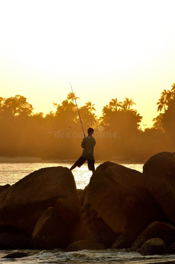 Visserssilhouet op het strand royalty-vrije stock foto's