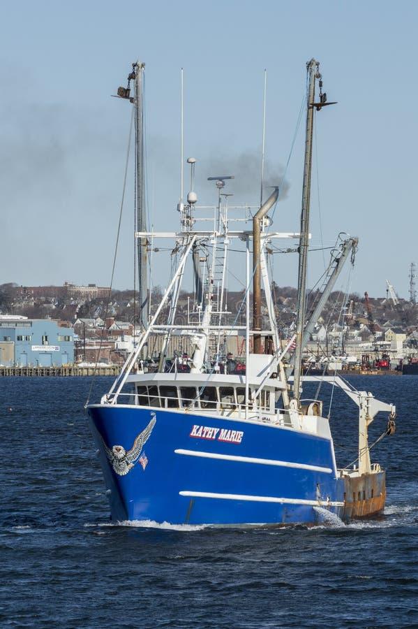 Vissersvaartuig Kathy Marie met patriottisch adelaarskunstwerk op boeg royalty-vrije stock foto's
