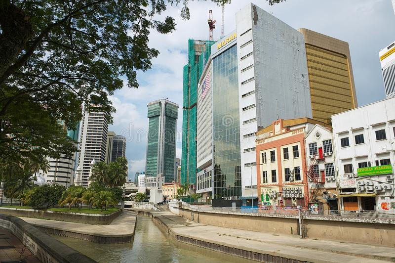 Vista à afluência dos rios de Klang e de Gombak em Kuala Lumpur, Malásia imagem de stock
