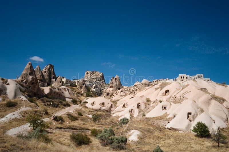 Vista à cidade de Uchisar, casas da caverna, Cappadocia, Turquia foto de stock royalty free