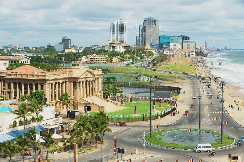 Vista à estrada do beira-mar em Colombo do centro, Sri Lanka fotografia de stock