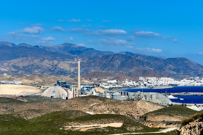 Vista à fábrica do cimento em Carboneras spain imagens de stock royalty free
