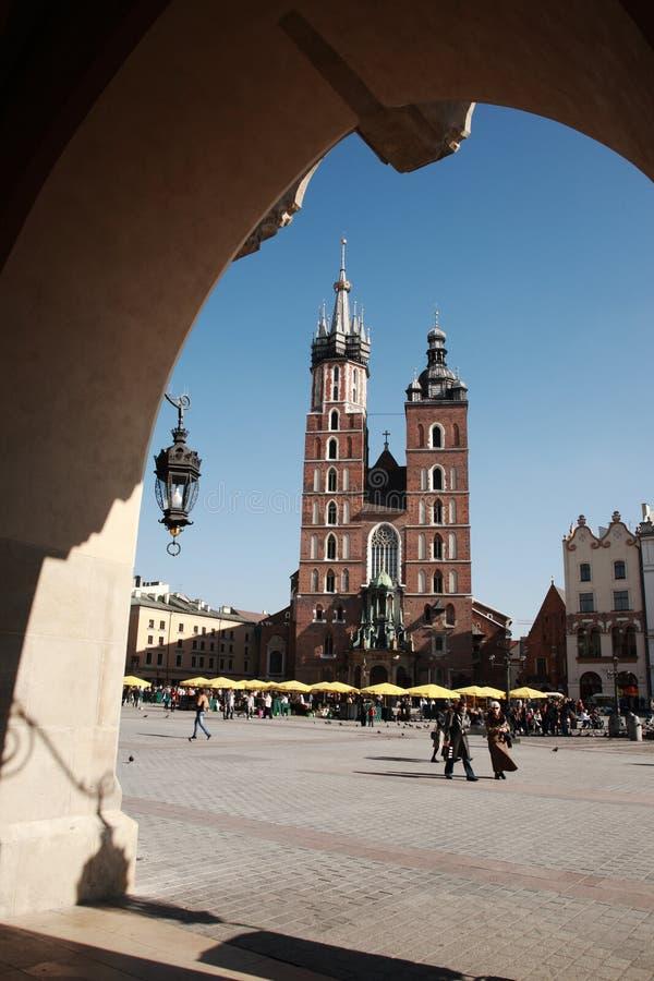 Vista à igreja de Mariacki, Krakow imagem de stock royalty free