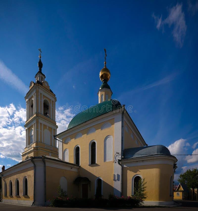 Vista à igreja de St Sergius Of Radonezh no claustro de Staro-Golutvin do esmagamento, Kolomna, região de Moscou, Rússia fotografia de stock royalty free
