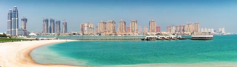 Vista à skyline da pérola em Doha foto de stock royalty free