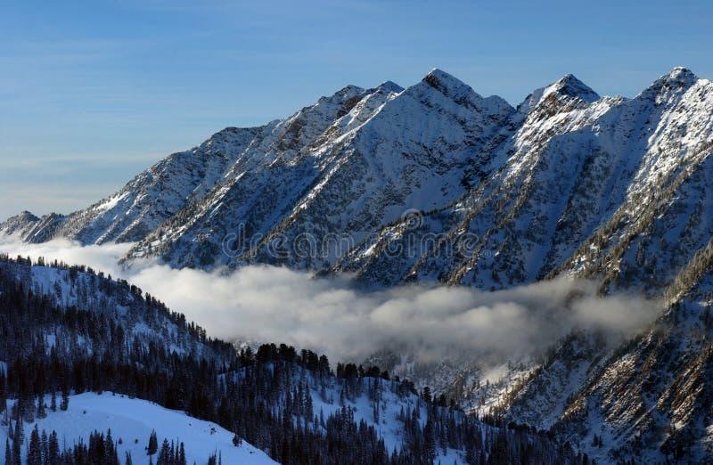 Vista às montanhas da estância de esqui do Snowbird em Utá, EUA foto de stock