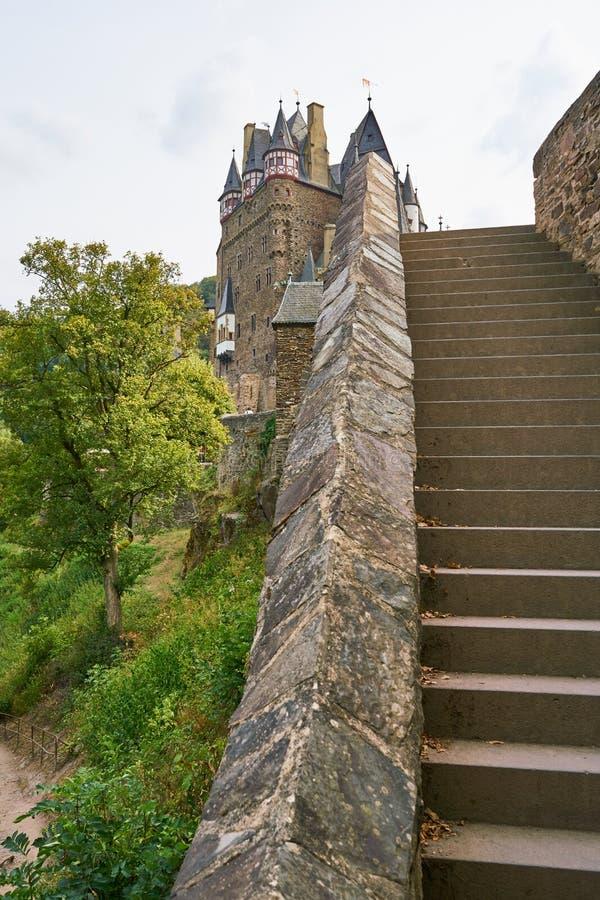 Vista única del Burg Eltz en la región de Mosela, Alemania fotografía de archivo