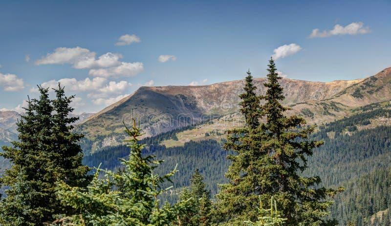 Vista βουνών στοκ εικόνα με δικαίωμα ελεύθερης χρήσης