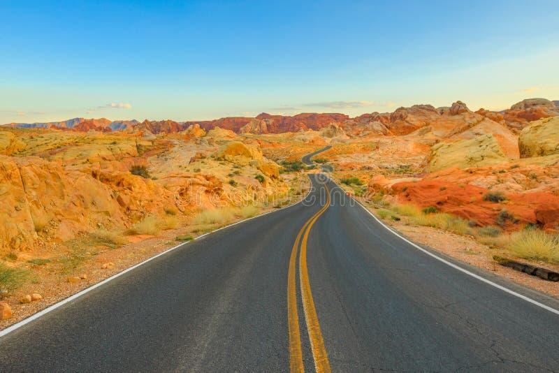 Vista ουράνιων τόξων δρόμος στοκ φωτογραφία με δικαίωμα ελεύθερης χρήσης