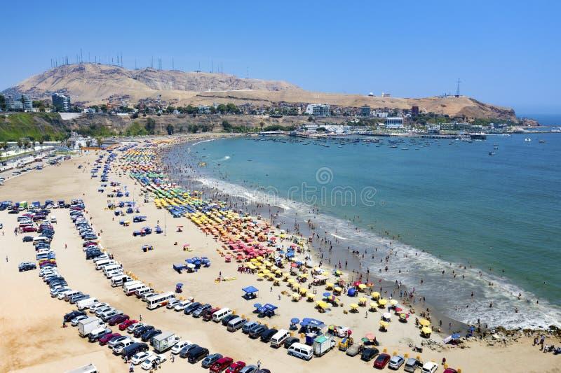 Vista aérea da praia de Dulce da água no distrito de Chorrillos fotografia de stock royalty free