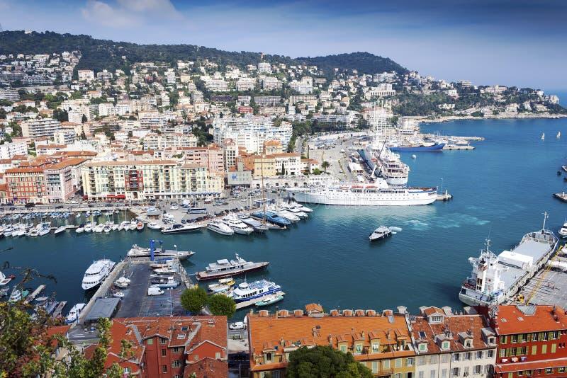 Vista aérea agradável da cidade e do porto imagem de stock