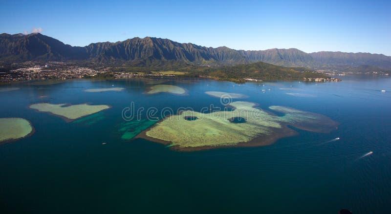 Vista aérea bonita da baía Oahu de Kaneohe, Havaí imagem de stock