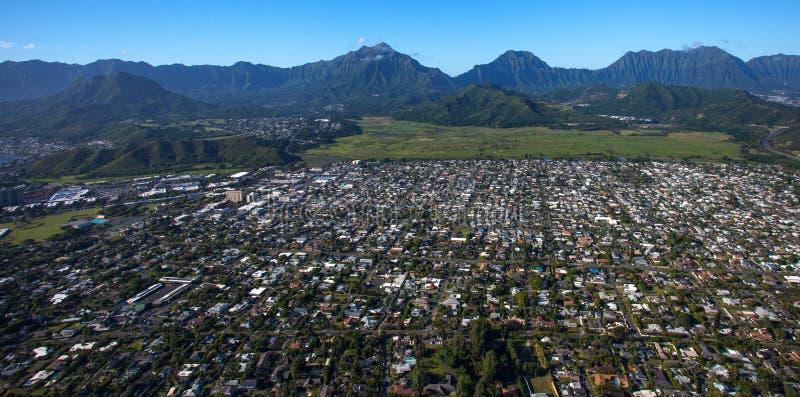 Vista aérea bonita de Kailua, Oahu Havaí no lado de barlavento mais verde e mais chuvoso da ilha imagem de stock