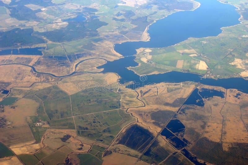 Vista aérea - campos e rios imagem de stock