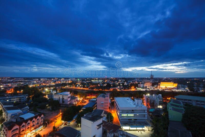 Vista aérea com transporte de Phitsanulok na noite em Tailândia imagens de stock royalty free