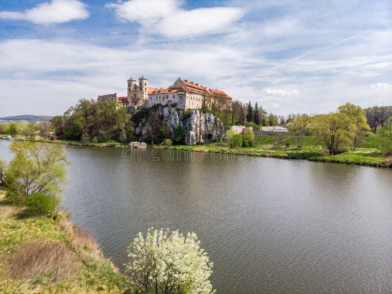 Vista aérea da abadia do licor beneditino, monastério em Tyniec perto de Krakow, Polônia fotografia de stock royalty free