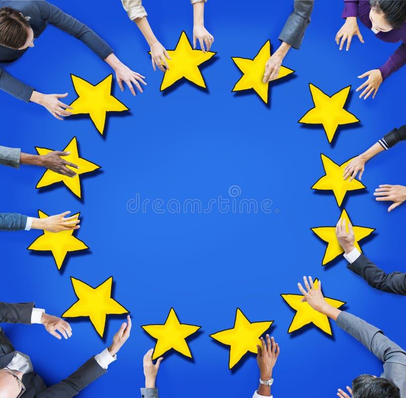 Vista aérea da bandeira dos povos e da União Europeia imagem de stock