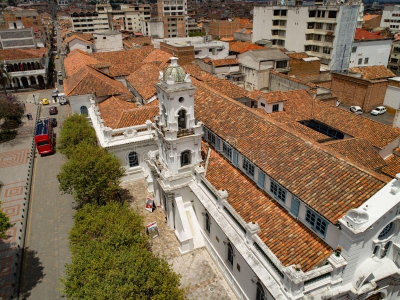 Vista aérea da catedral velha no coração de Cuenca, Equador fotos de stock royalty free