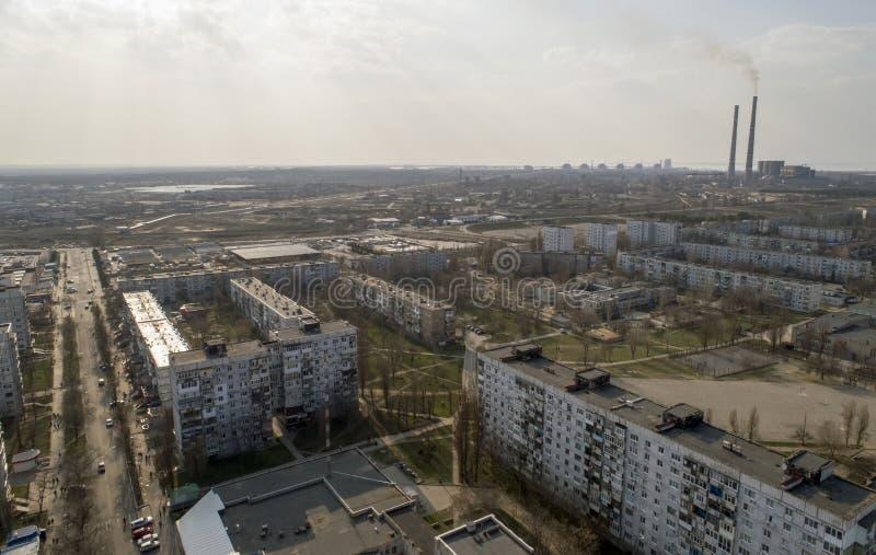 Vista aérea da cidade, central nuclear, central térmica e céu Vista superior fotografia de stock royalty free