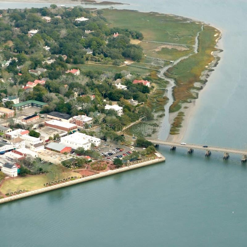 Vista aérea da cidade costeira fotografia de stock royalty free