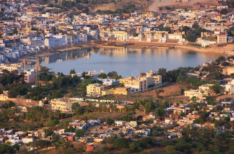 Vista aérea da cidade de Pushkar, Índia imagens de stock