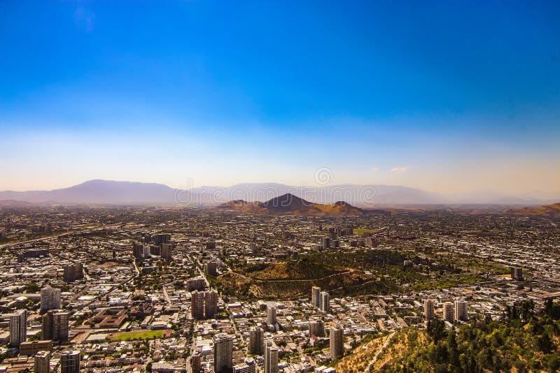 Vista aérea da cidade do Santiago, o Chile fotografia de stock royalty free