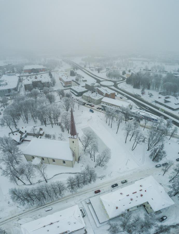 Vista aérea da cidade em um dia de inverno frio foto de stock