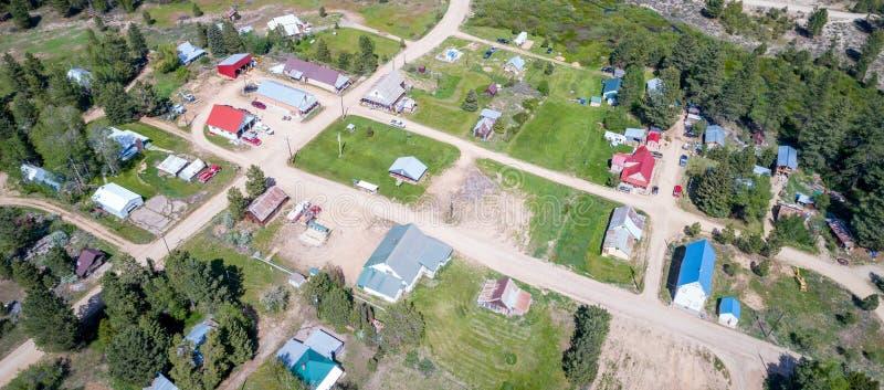 Vista aérea da cidade histórica da mineração do ouro em Idaho imagens de stock royalty free