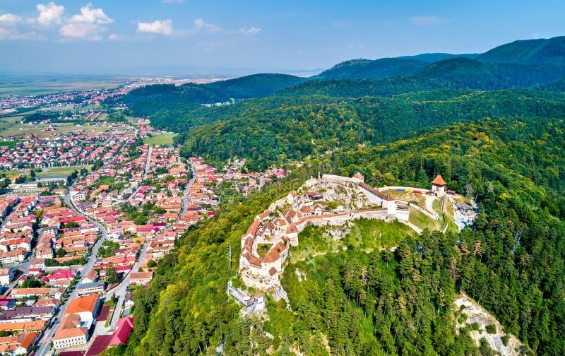 Vista aérea da fortaleza de Rasnov em Romênia imagens de stock royalty free