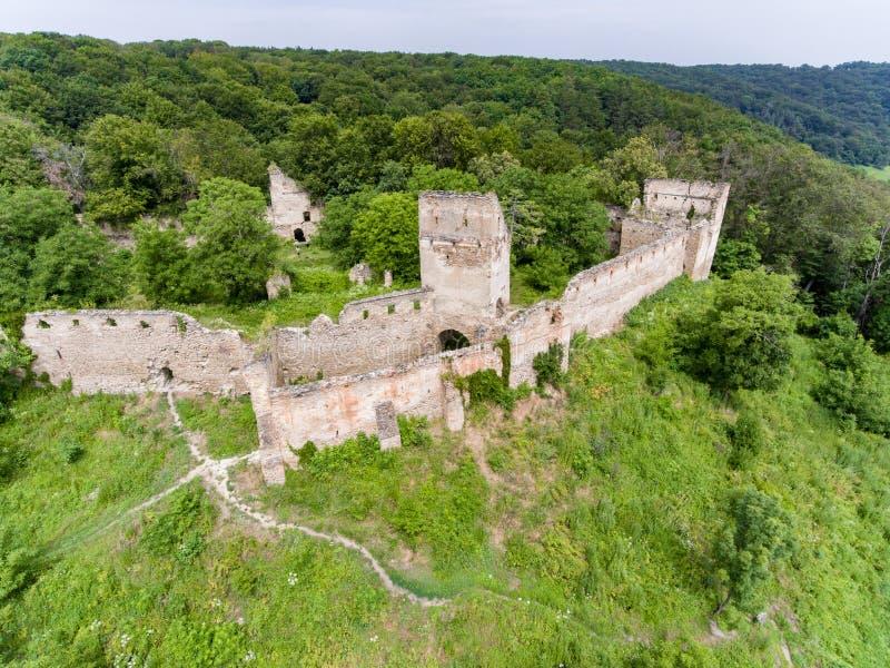 Vista aérea da fortaleza de Saschiz na vila saxona de Saschiz, Transy foto de stock