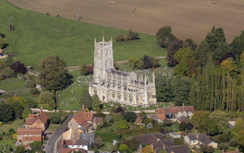 Vista aérea da igreja de St Mary Steeple Ashton fotos de stock