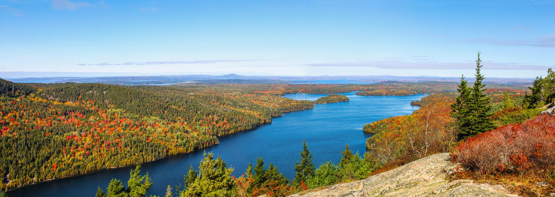 Vista aérea da lagoa longa no parque nacional do Acadia fotos de stock