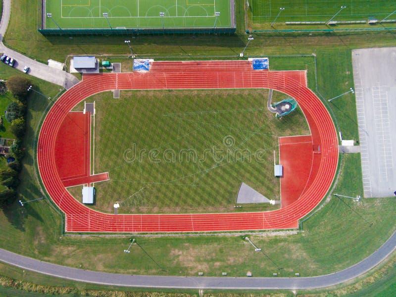 Vista aérea da pista de atletismo atlética fotografia de stock