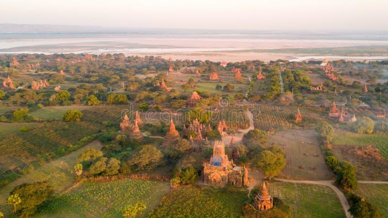 Vista aérea da planície de Bagan em Myanmar foto de stock