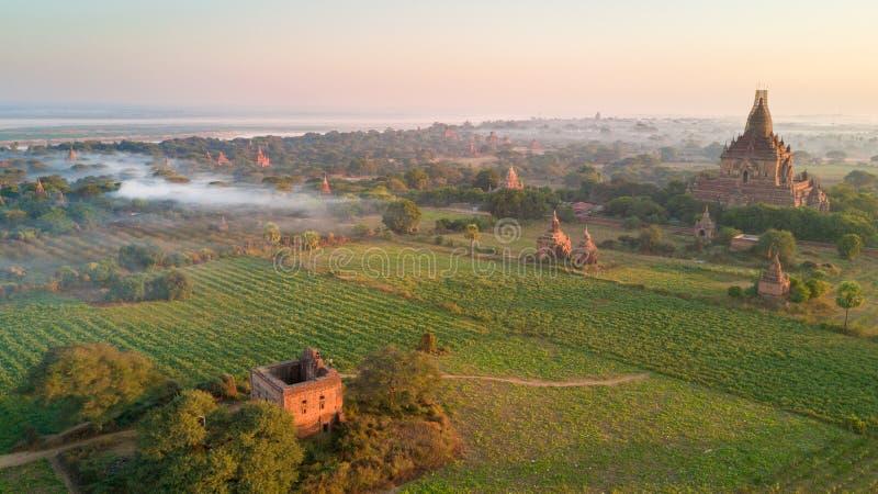 Vista aérea da planície de Bagan em Myanmar fotos de stock