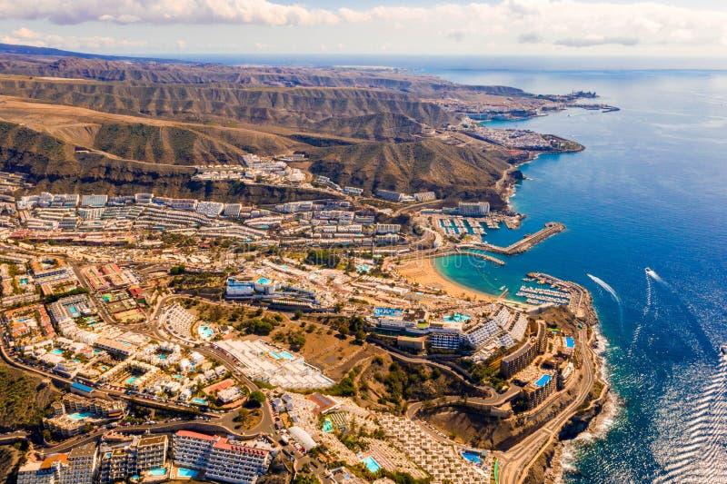 Vista aérea da praia de Amadores na ilha de Gran Canaria na Espanha fotografia de stock