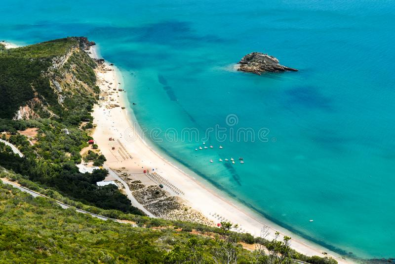Vista aérea da praia de Creiro em Setúbal, Portugal imagem de stock