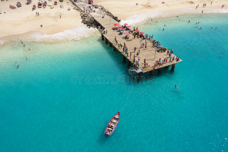 Vista aérea da praia de Santa Maria na ilha Cabo Verde - Cabo do Sal imagem de stock